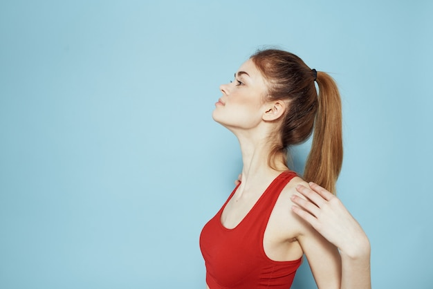 Kobieta ze stawianiem matę do jogi