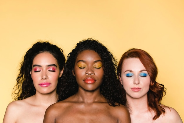 Kobiety kolorowe i różnorodne letnie zdjęcia piękna