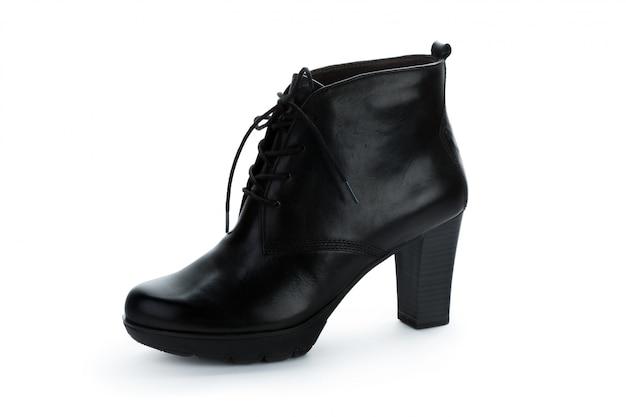 Kobiety kostki buty odizolowywający na białym tle