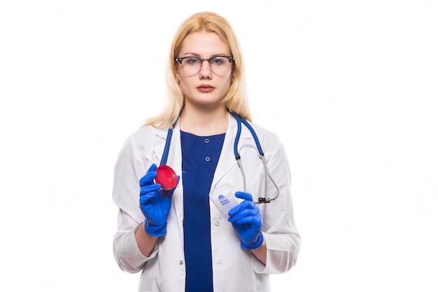Kobiety lekarka w lateksowych rękawiczkach z analiza słojem