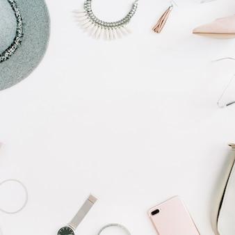 Kobiety nowoczesne ubrania i akcesoria mody z ramą