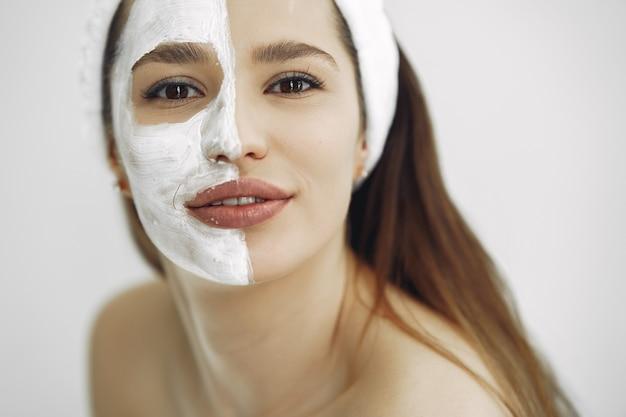 Kobiety pozycja w studia kosmetologii