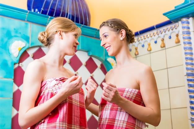 Kobiety w łaźni parowej hammam