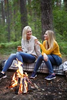 Kobiety w lesie
