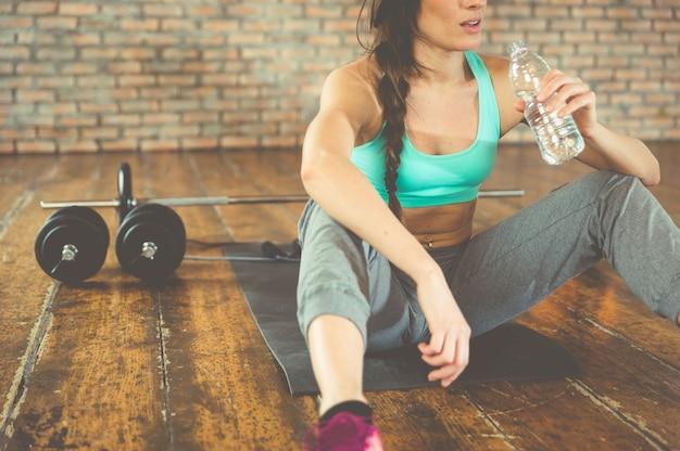 Kobiety woda pitna po trenować na sport macie