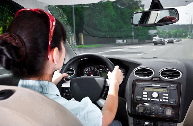 Kobiety za kierownicą samochodu ...