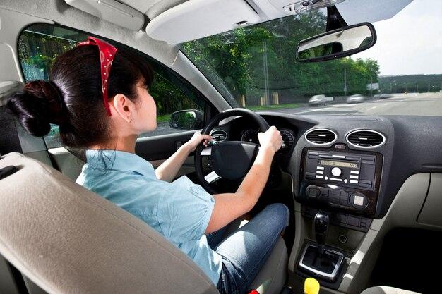 Kobiety za kierownicą samochodu
