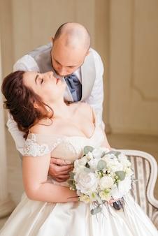 Kochająca para ślubna