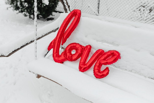 Kocham balon w śniegu