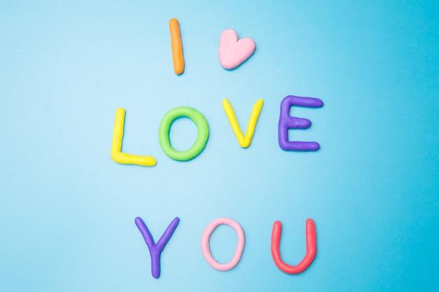Kocham cię na niebieskim tle