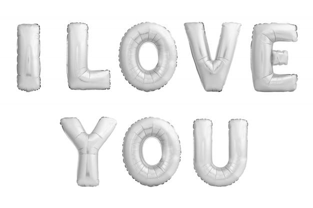Kocham cię słowa wykonane z chromowane helem balony na białym tle.