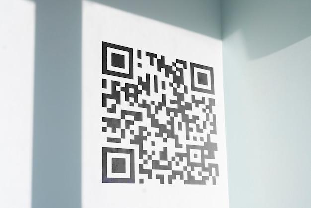 Kod qr wydrukowany na powierzchni ściany, zeskanuj w celu zapłaty