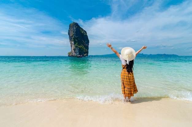 Koh poda, kobiety są szczęśliwe, krabi tajlandia