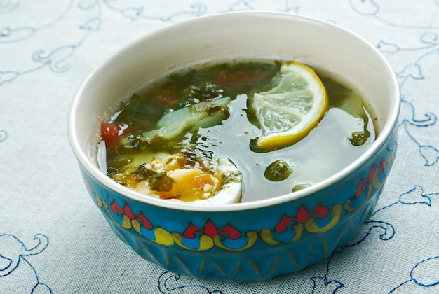 Kok-shourpa - zupa uzbecka z cielęciną, szczawiem i jajkiem