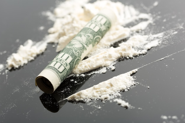 Kokaina i banknot 10 dolarów