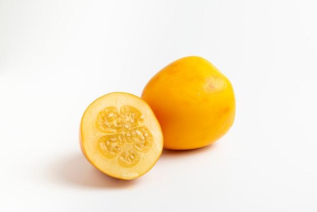 Kokona ze świeżych owoców tropikalnych