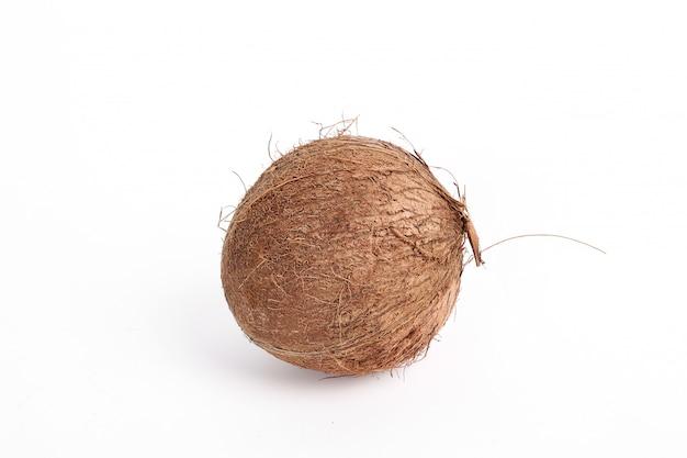 Kokos na białym tle