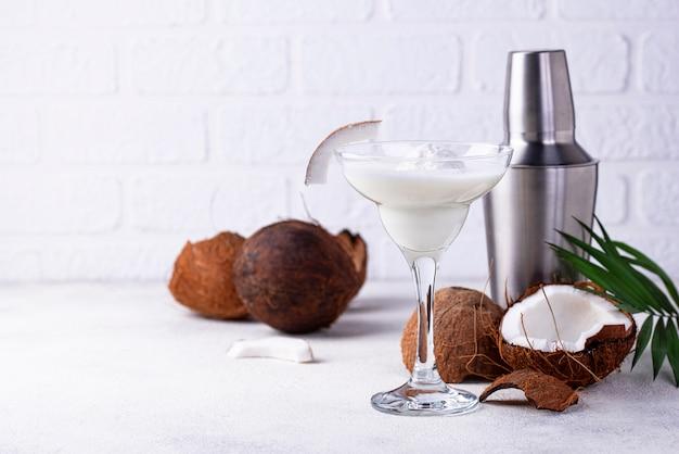 Kokosowy koktajl margarita z lodami