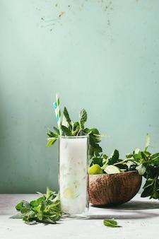 Kokosowy koktajl mojito