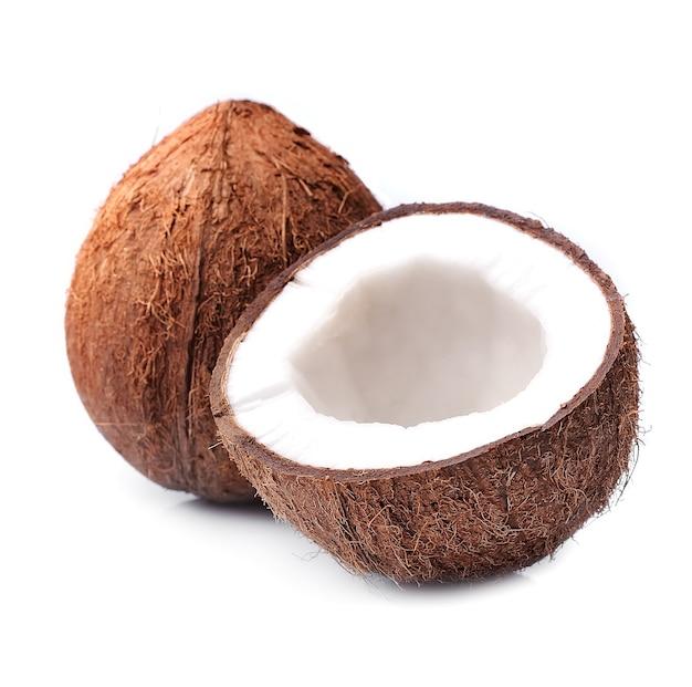 Kokosy na białym tle.