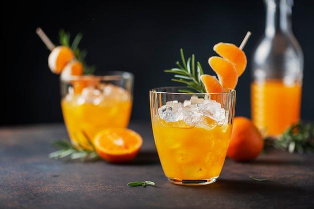 Koktajl alkoholowy z mandarynkami