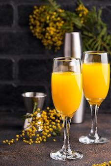 Koktajl mimosa z sokiem pomarańczowym