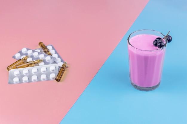 Koktajl tabletek medycznych i ampułek z aronii z lekami