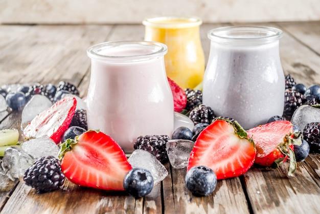 Koktajl z letnich owoców i jagód