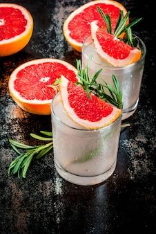 Koktajl z rozmarynu, grejpfruta i ginu