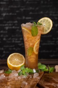 Koktajl z sokiem z cytryny