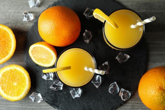 Koktajle i składniki tequila sunrise na szaro