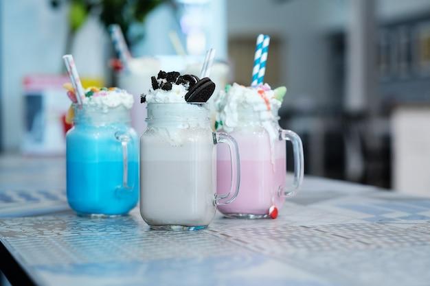 Koktajle mleczne ze słodyczami
