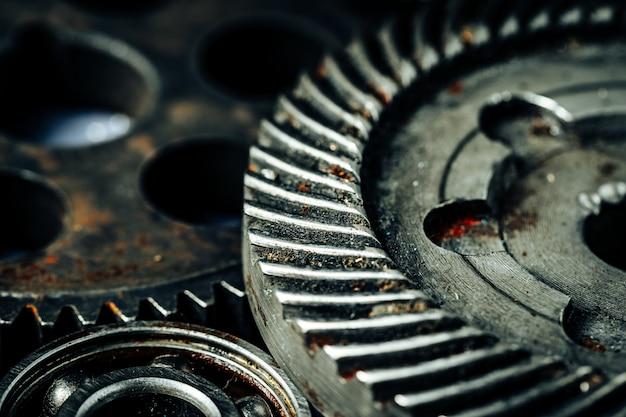 Koła zębate ze starej maszyny przemysłowej