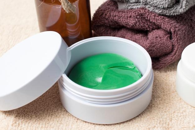 Kolagenowa maska na oczy, opaska. naturalne kosmetyki naturalne do pielęgnacji twarzy i oczu. plastry hydrożelowe dla kobiet.
