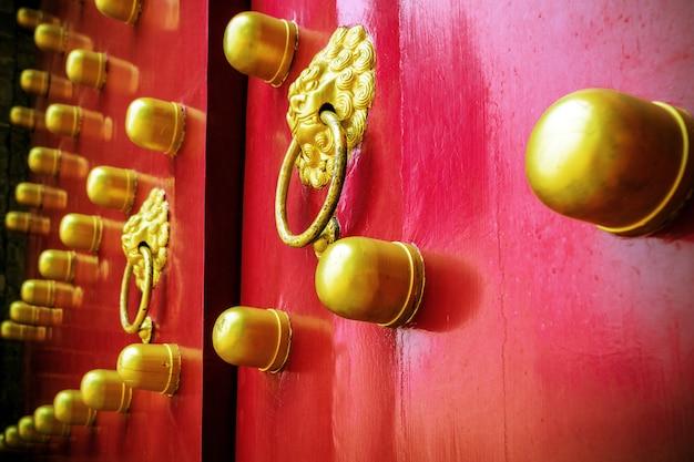Kołatki do drzwi w świątyni niebios w pekinie