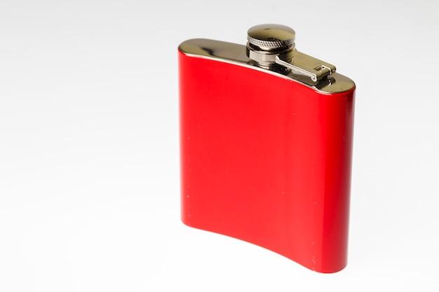 Kolba pamiątkowa w kolorze czerwonym na jasnoszarym tle