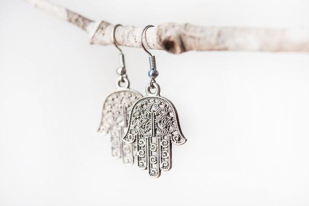 Kolczyk wykonany ręcznie ze srebra