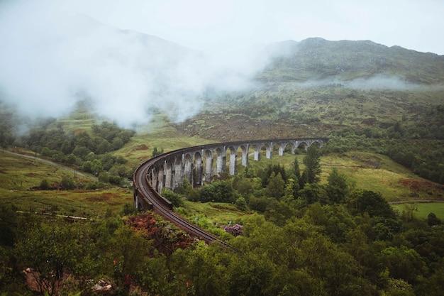 Kolej glenfinnan viaduct w inverness-shire, szkocja