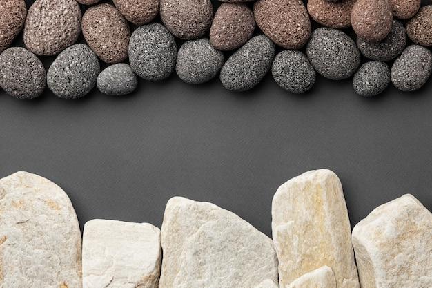 Kolekcja białych i czarnych kamieni