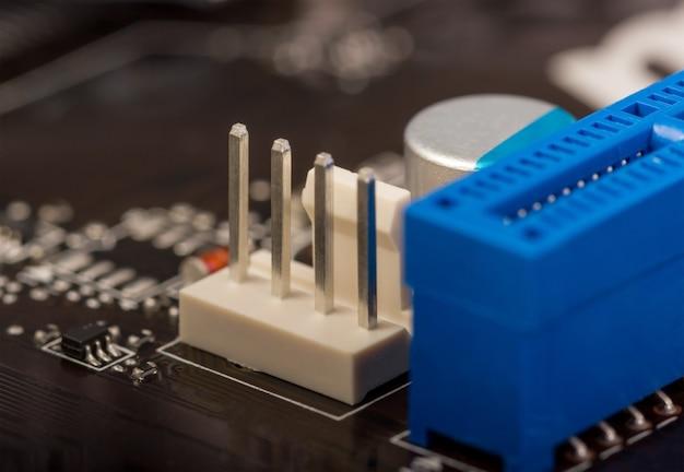 Kolekcja elektroniczna - fragment płytki komputerowej z elementami smd