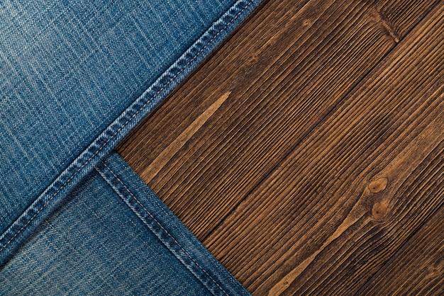 Kolekcja jeansów postrzępionych lub jeansów niebieskich