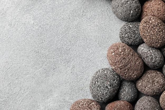 Kolekcja kamieni z widokiem z góry z miejsca na kopię