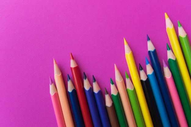 Kolekcja kolorowych ołówków z miejsca na kopię