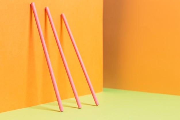 Kolekcja kolorowych plastikowych słomek