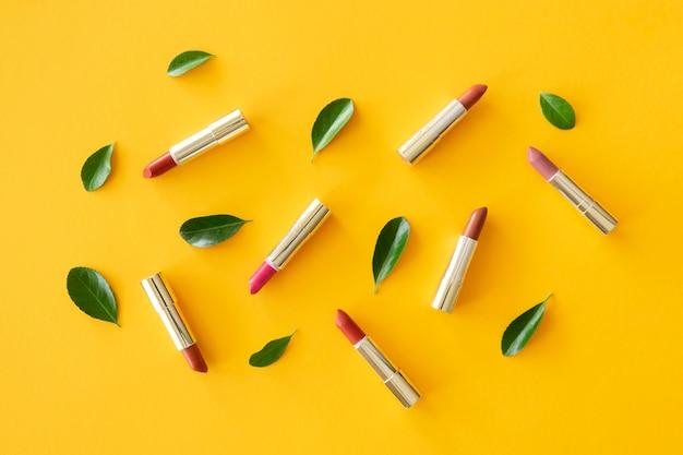 Kolekcja liści i szminki