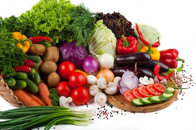 Kolekcja owoców i warzyw na białym tle