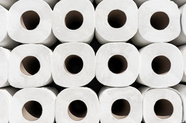 Kolekcja papierów toaletowych z bliska