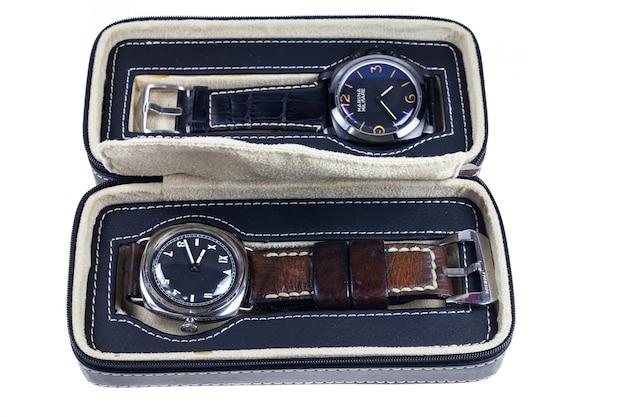 Kolekcja pudełkowa zegarków vintage.