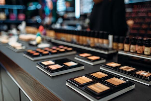 Kolekcja pudrów, wizytówka w makijażu