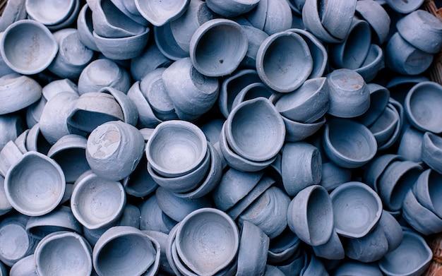 Kolekcja ręcznie robionej ceramiki w kathmandu